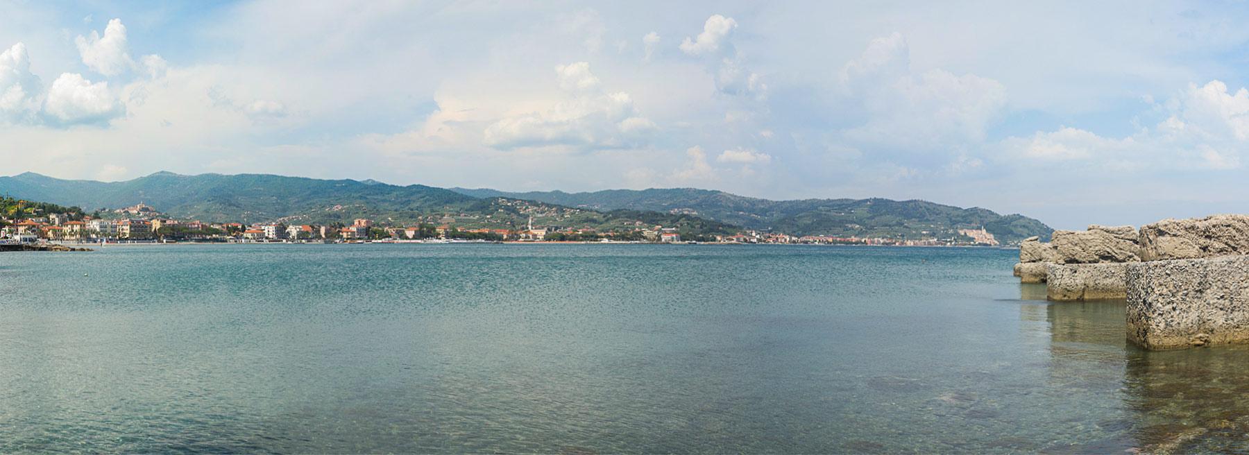 Immagine del Golfo Dianese visto dal Molo Landini