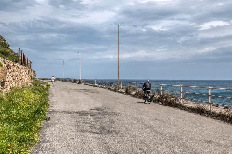 foto dell'incompiuta strada pedonale-ciclistica