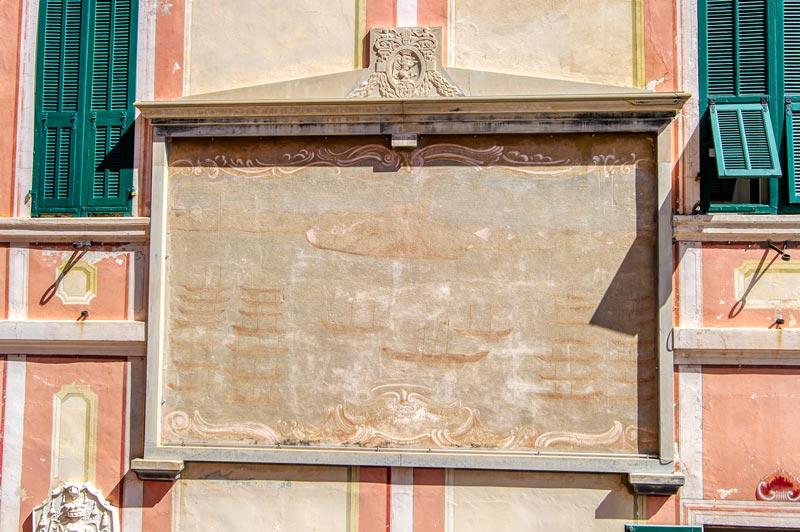 immagine dell'affresco sulla porta comunale
