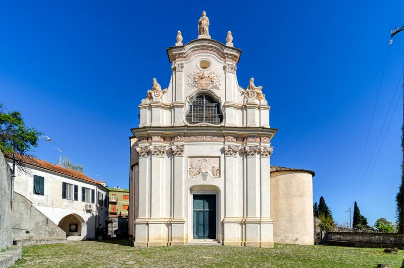 immagine della Chiesa di San Pietro vista dal Sagrato