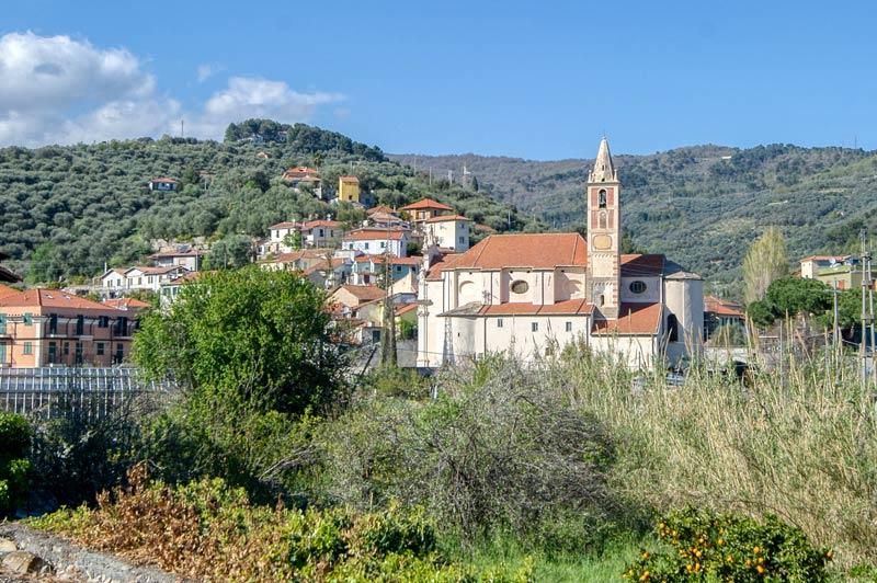 immagine di Diano San Pietro visto dalla statale 36