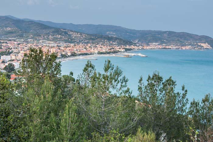 immagine della vista del Golfo Dianese da Belvedere