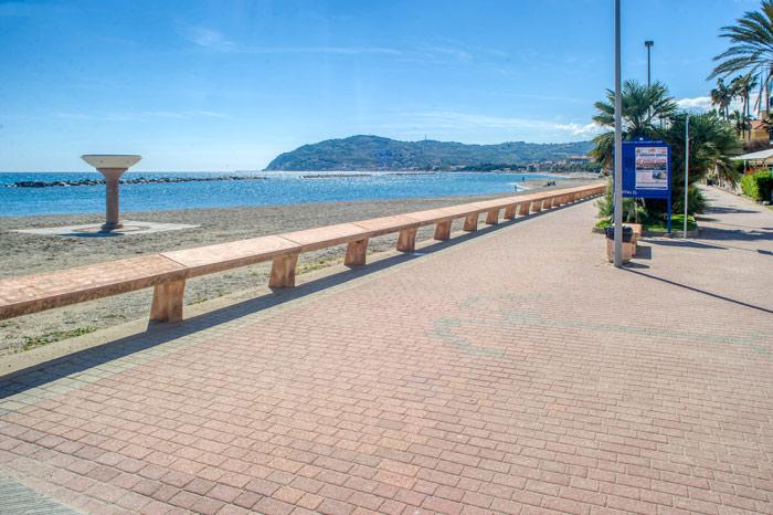 immagine della passeggiata a mare
