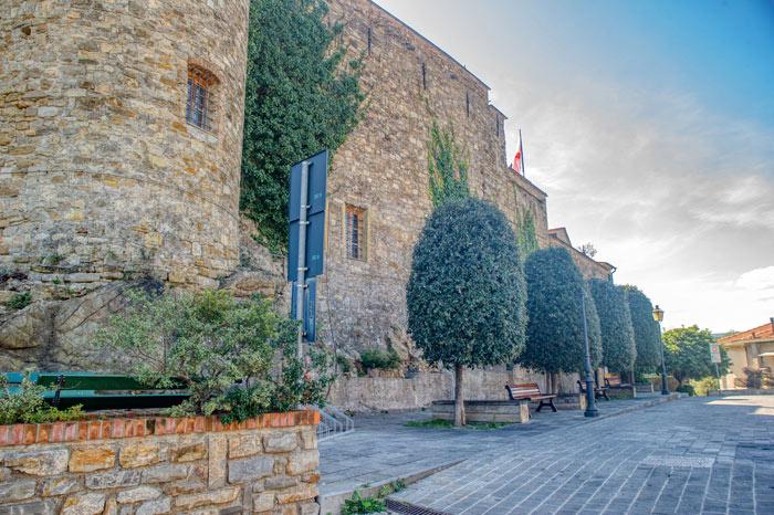 immagine di Piazza del Castello dei Clavesana