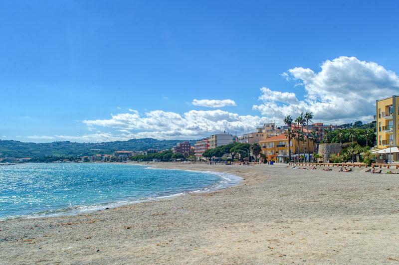 Vista della baia di San Bartolomeo al Mare