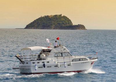MolaMola Dive Team sfondo Isola Gallinara