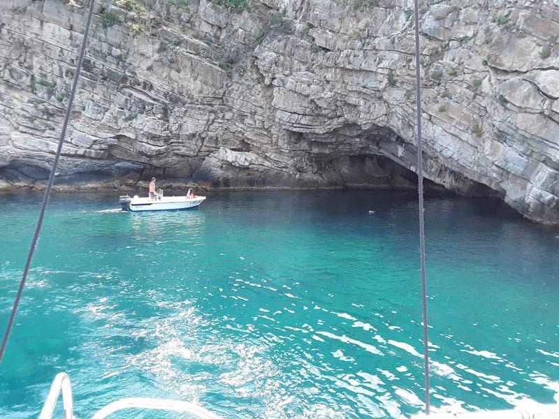 """Isola Gallinara - Insenatura della """"Grotta Azzurra"""""""